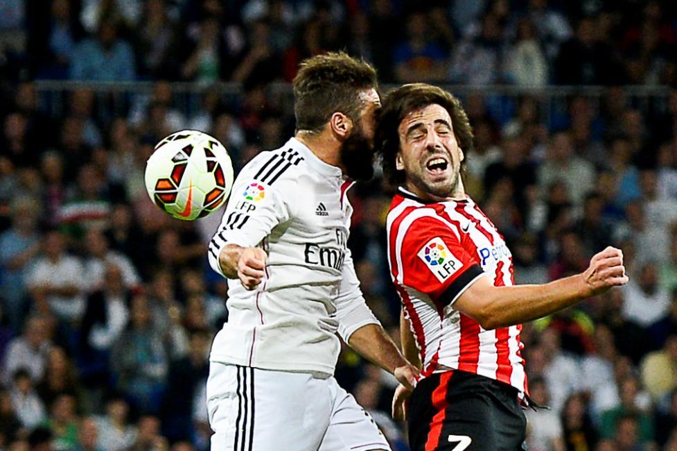 Fotografía de Andres Martinez Sutil para Nthephoto. Juego de altura en el partido Real Madrid Atletico de Bilbao