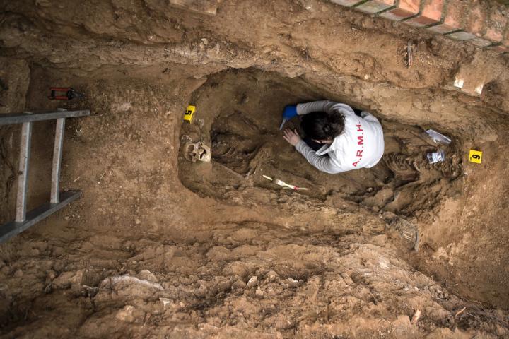 Fotografía de Álvaro Minguito para Nthephoto. Trabajos de exhumación de Timoteo Mendieta a cargo de la ARMH en el cementerio de Guadalajara. 24.01.2016/©ÁlvaroMinguito