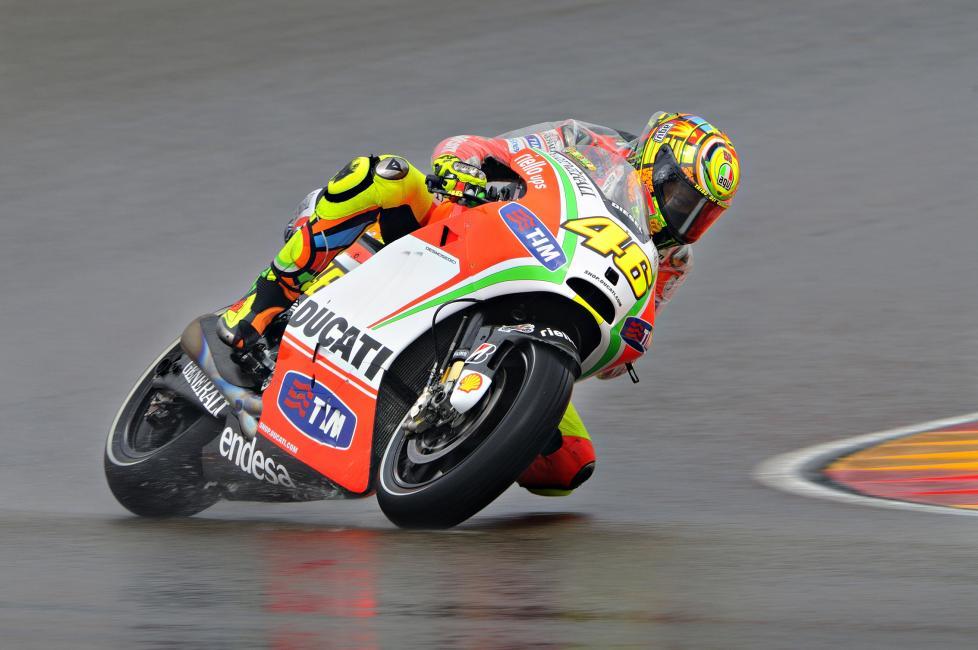 Fotografía de José Andrés  Sánchez para Nthephoto. El piloto italiano Valentino Rossi en una de las curvas del circuito Aragonés de Motorland.