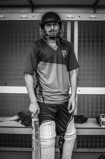 Fotografía de Guillaume Darribau para Nthephoto. Un jugador del equipo del San Andreu Cricket Club se prepara antes la semi final de la copa