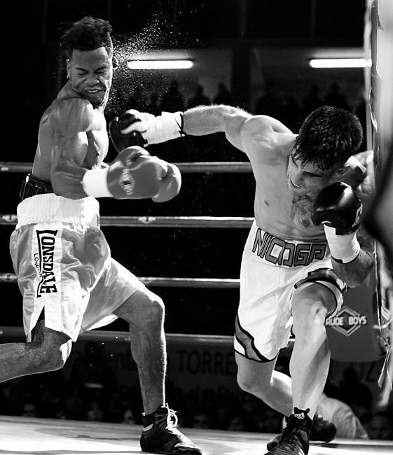 Fotografía de Juan Luis Recio para Nthephoto. Combate de Boxeo Masculino Profesional