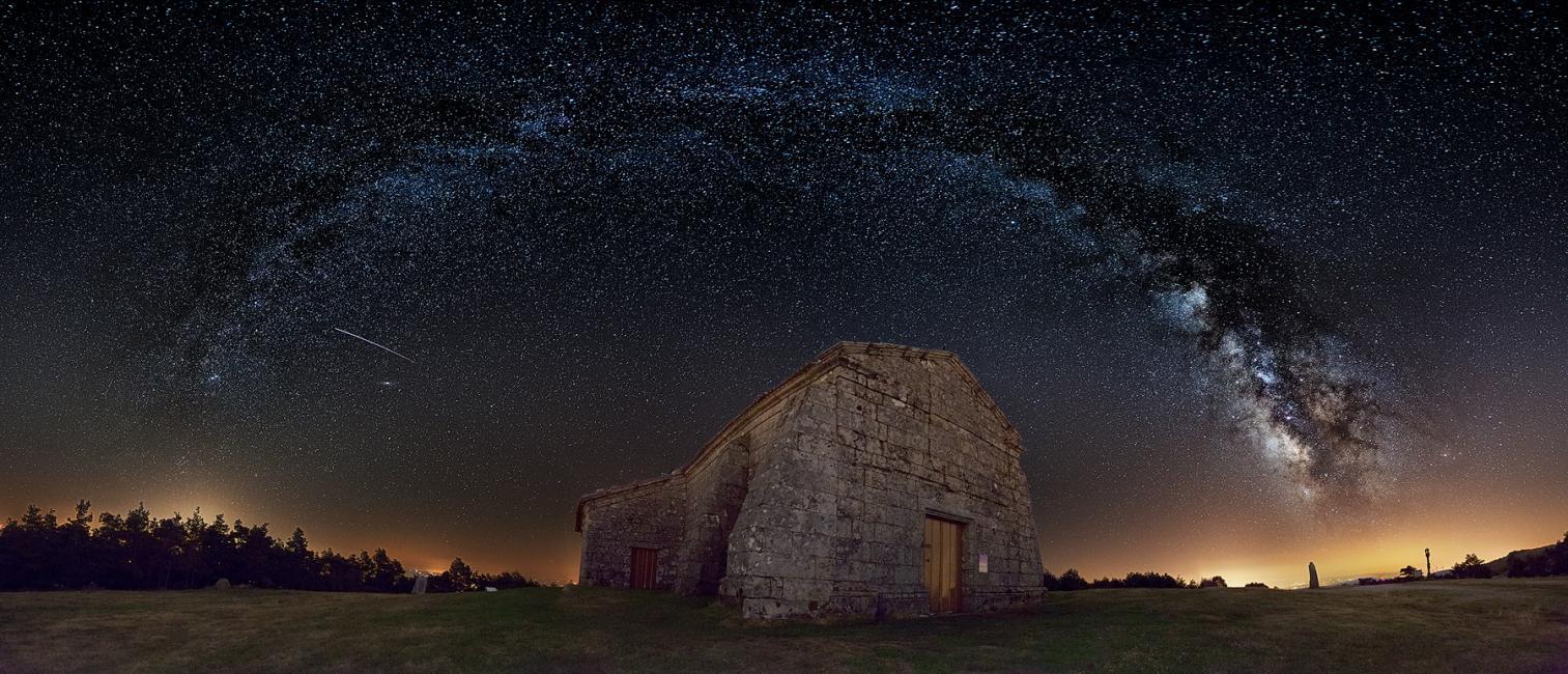 Fotografía de Daniel Llamas para Nthephoto. Hermitage at the Way - Ganadora categoría Naturaleza Foto Nikon 2016