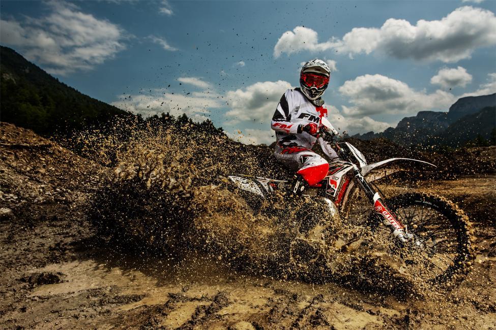 Fotografía de jon Hernandez para Nthephoto. Barro a alta velocidad