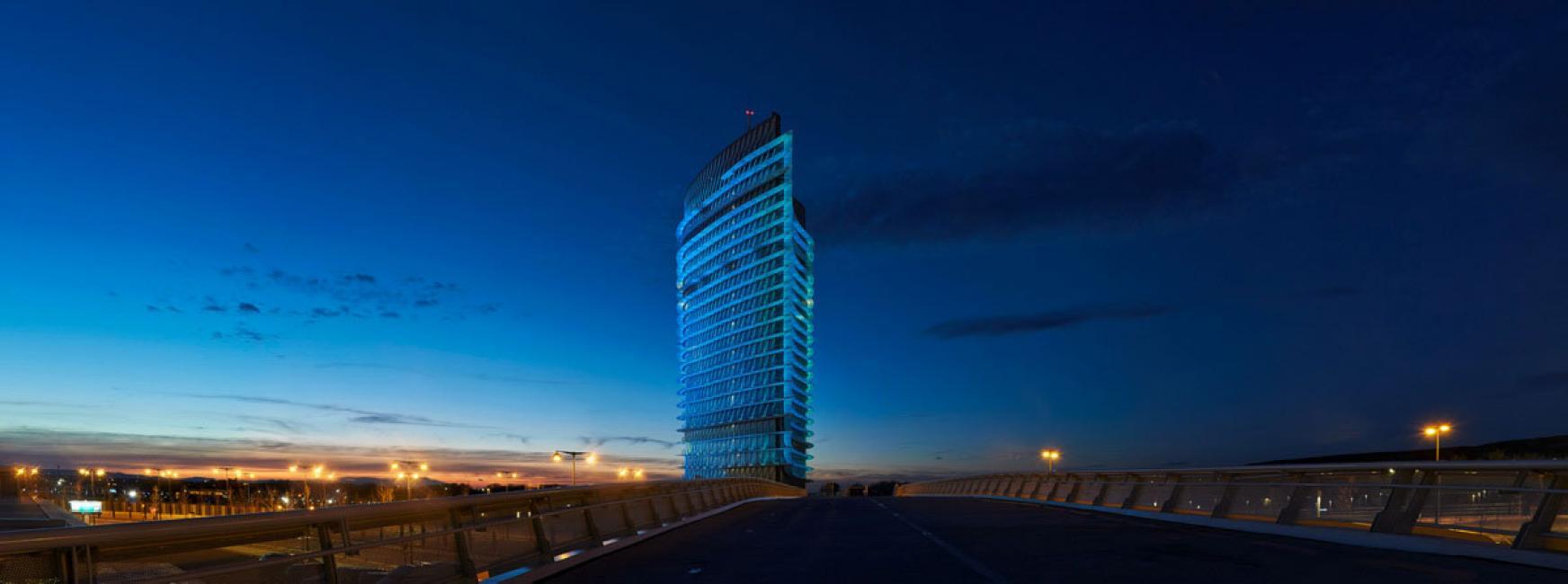 Fotografía de Hugo Rodriguez para Nthephoto. Torre del agua, Zaragoza. Esta es una panorámica construida con 5 fotos verticales.