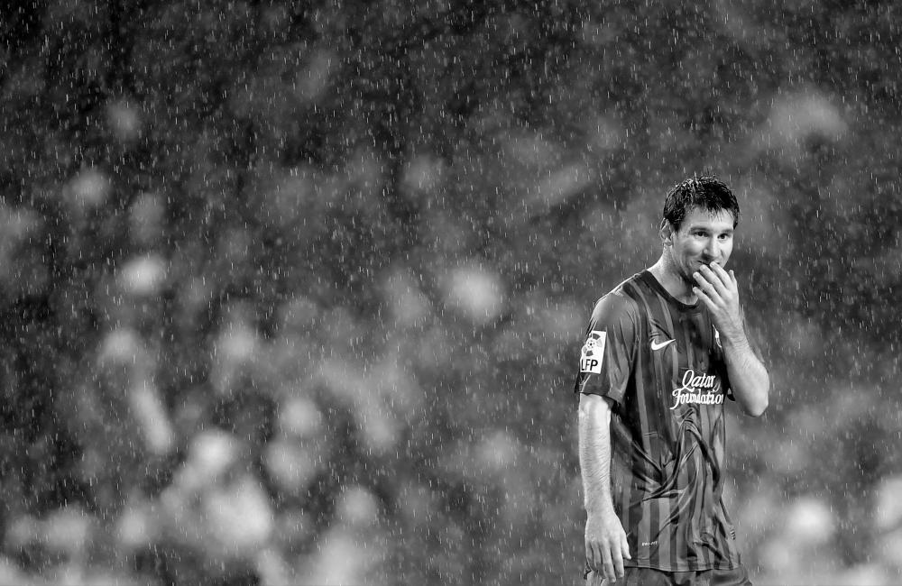Fotografía de Juan Flor para Nthephoto. Lionel Messi bajo la lluvia en San Mames.